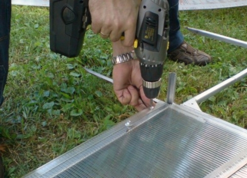 Монтаж сотового поликарбоната к каркасу