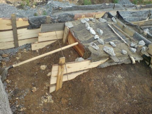 Накрываем фундамент под печь рубероидом