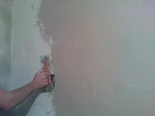 """Нанесение штукатурного раствора на стену слой """"накрывка"""""""