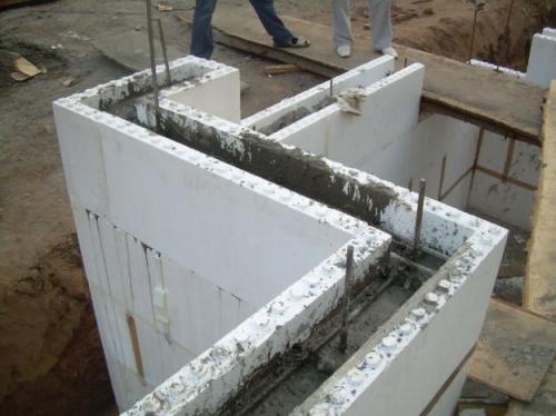 Заливка бетона в несъемную опалубку