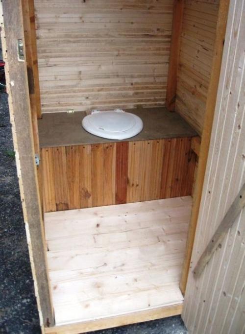 Стульчак на дачном туалете - обшивка