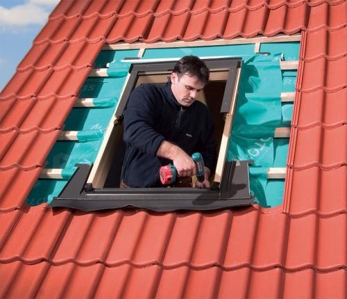 Монтаж оклада мансардного окна