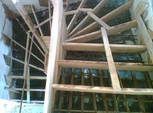Оплубка для бетонной лестницы