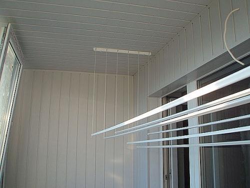 Отделка балкона пластиковой вагонкой
