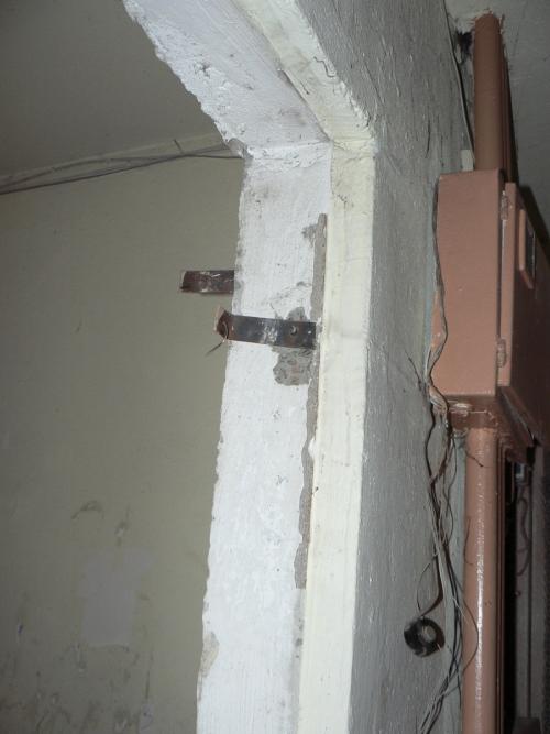 Крепления коробки старой двери