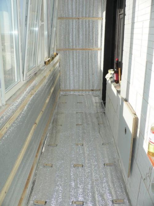 Укладка пароизоляции при утеплении балкона изнутри