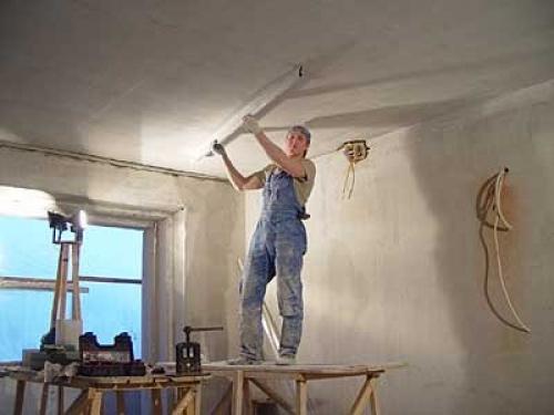 Рабочее место для шпаклевания потолка
