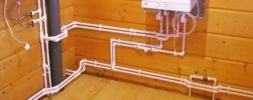 Открытая разводка труб водопровода