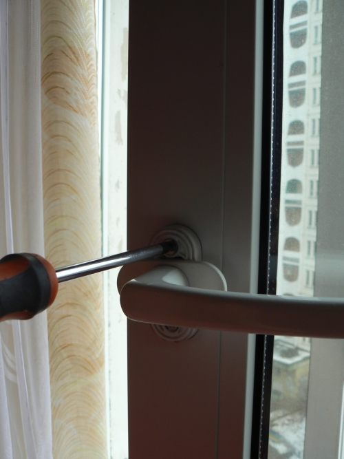 Регулировка ручки пластикового окна