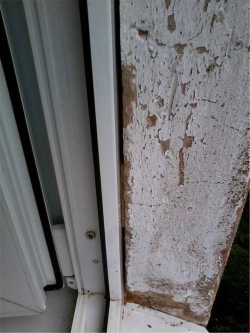 Щель между рамой окна и стеной