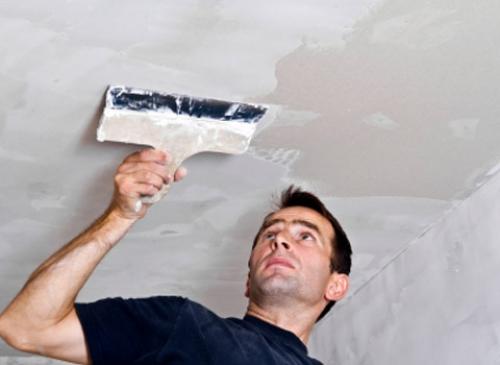 Шпатлевание потолка в туалете