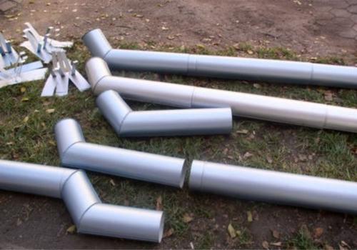Монтаж водосточных труб и держателей