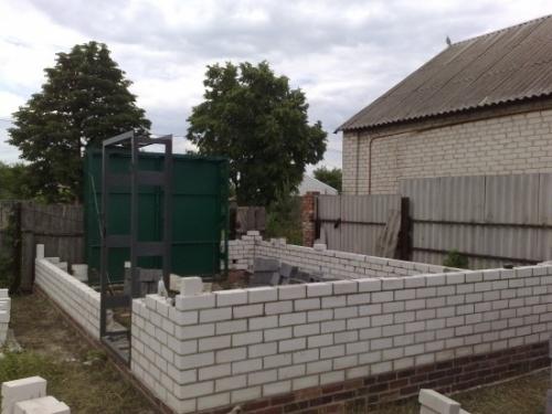 Возведение стен гаража из пеноблоков