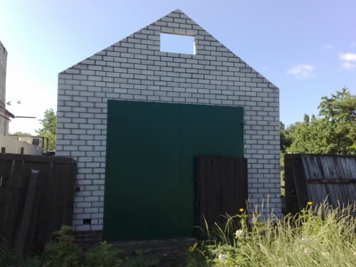 Передняя стена гаража из пеноблоков