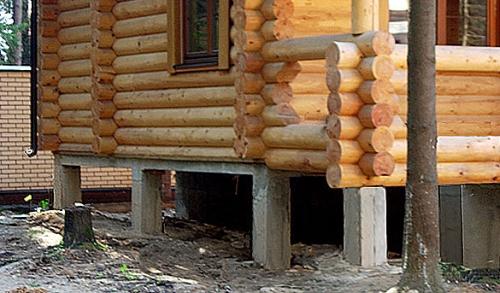 Столбчатый фундамент под деревянным домом