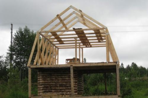 Монтаж верхних стропил мансардной крыши