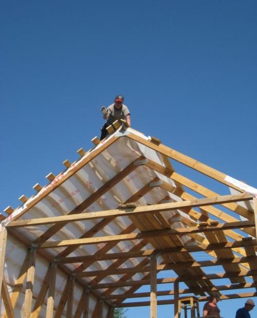 Монтаж обрешетки для мансардной крыши