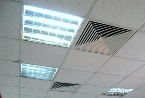 Светильники и вентиляция в кассетных потолках
