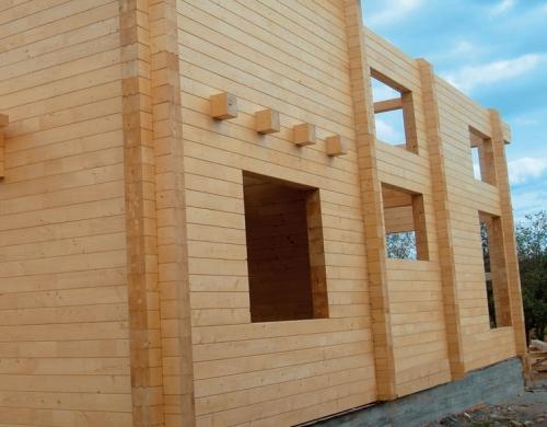 Возведение стен дома из клееного бруса