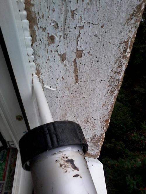 Заделка щелей в окнах герметиком