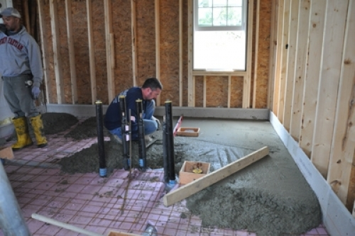Черновая стяжка пола – заливка бетона