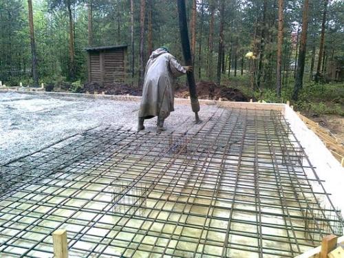 Заливка бетоном монолитной плиты перекрытия