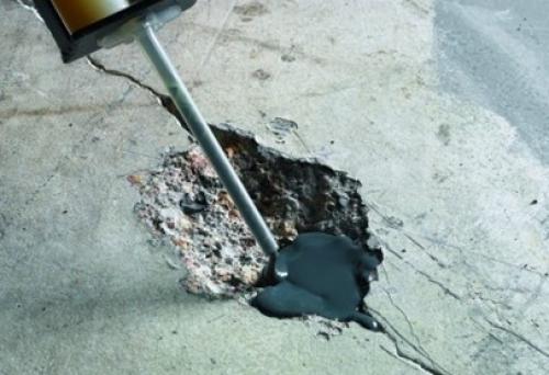 Заделка щелей в бетонном полу ремонтным раствором