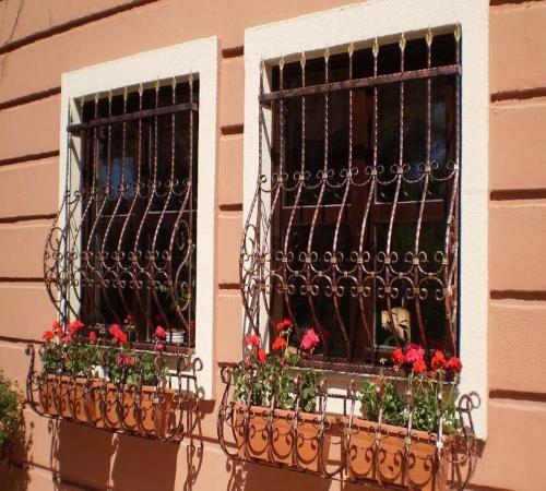"""Результат пошуку зображень за запитом """"Разновидности и варианты решеток на окнах"""""""