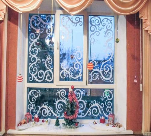 Картинки по запросу Особенности декора окон своими руками краски