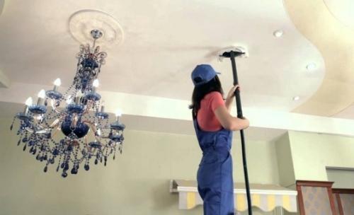 Как ухаживать за натяжным глянцевым потолком