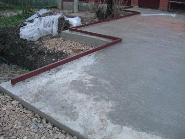 Как залить двор бетоном своими руками фото