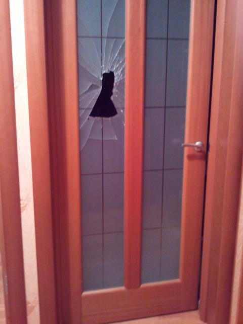 Заменить стекло на двери своими руками