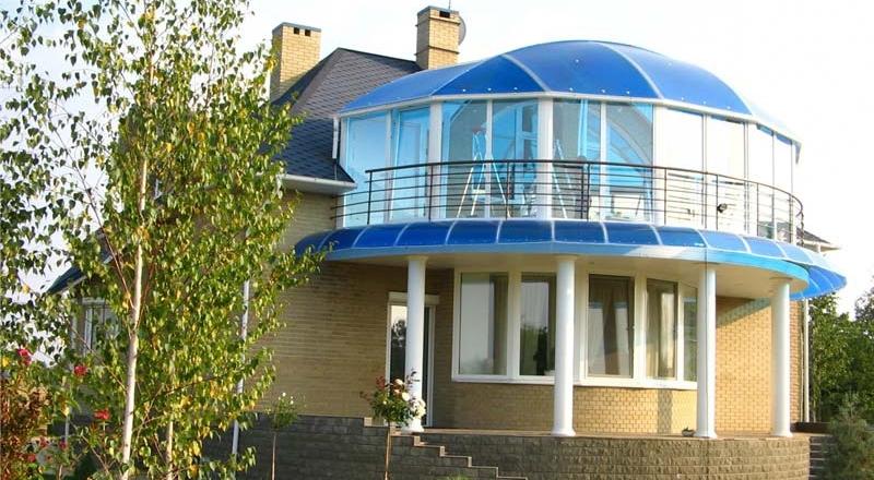 Дом с крышей из поликарбоната фото